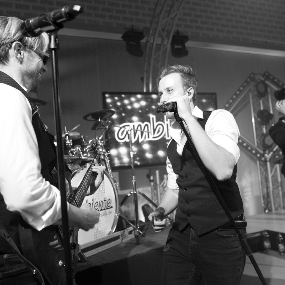 ambiente-partyband-dortmund-hochzeitsband-gitarre-black